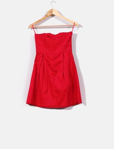 Vestido rojo palabra de honor con tachas
