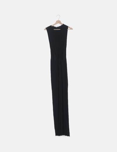 Vestido negro con abertura