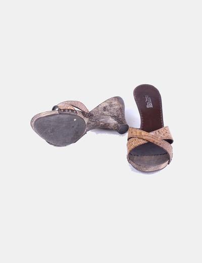 Sandalia marron de madera