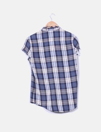 Camisa de cuadros azules con tachas