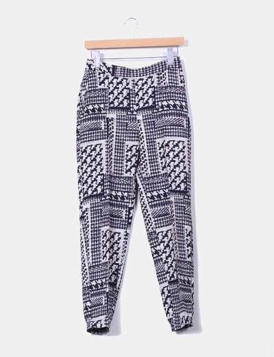 Pantalón sarga estampado blanco y negro Zara