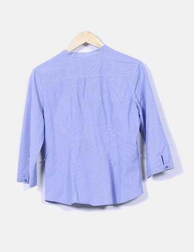 Camisa azul con rayas diplomaticas