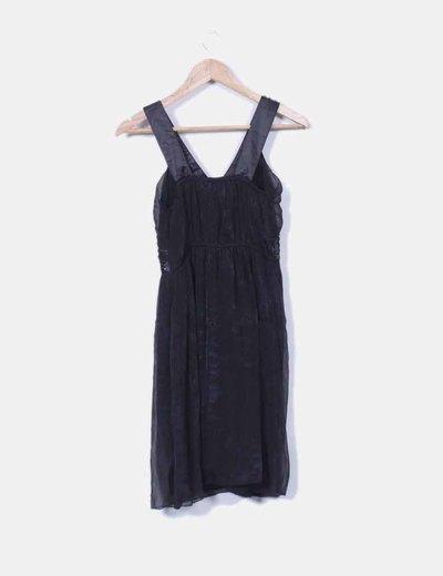 Vestido negro de gasa con pedreria