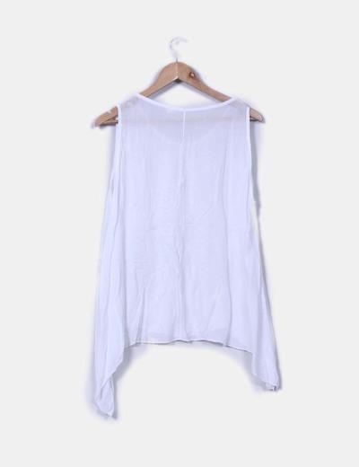 Blusa blanca transparente asimetrica