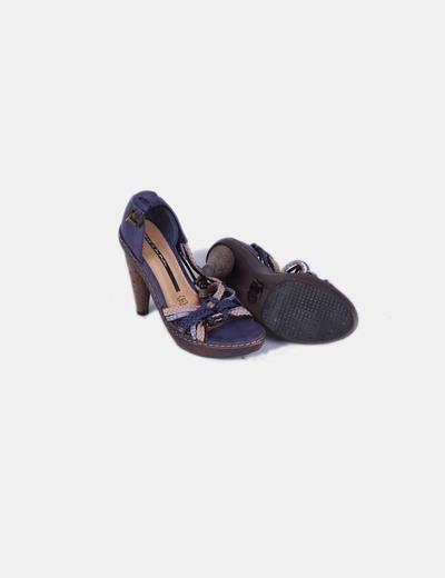 Sandalia azul tiras trenzadas detalle tacon caucho