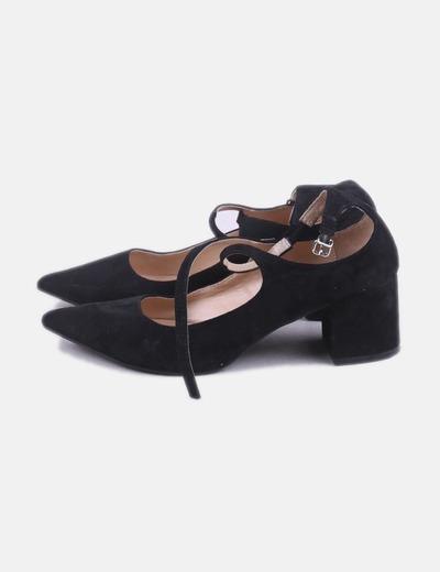 Zapato negro tiras cruzadas