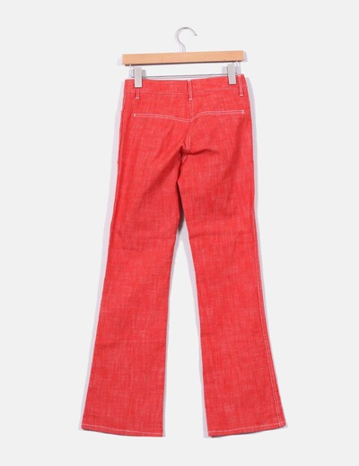 Jeans acampanado rojo