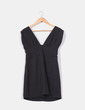 Mini vestido negro escote en uve Gestuz