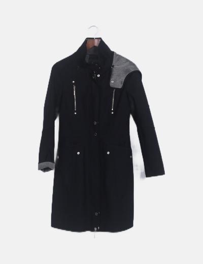 Abrigo negro largo capucha