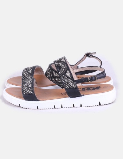 Sandalia de abalorios negra