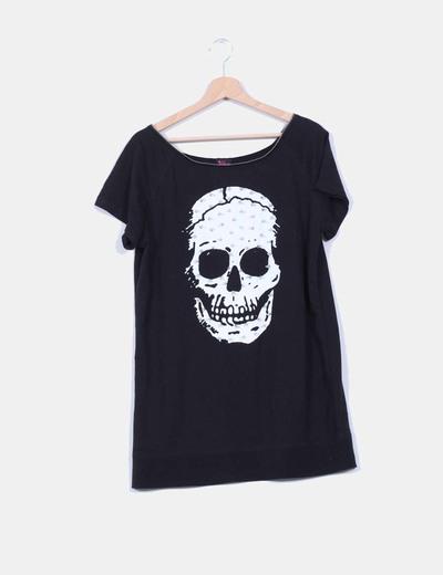 Camiseta negra con calavero y tachas NoName