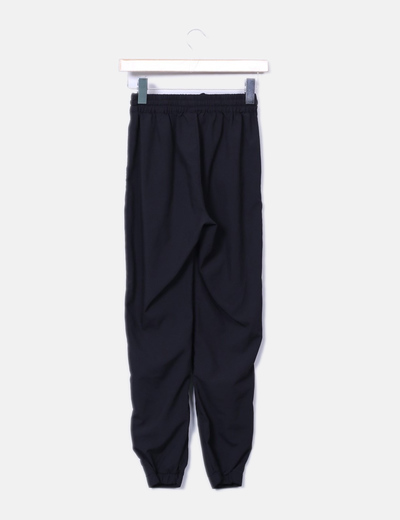 Pantalon negro fluido elastico a la cintura