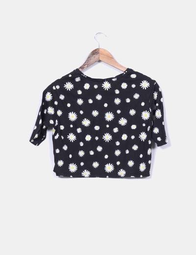 Camiseta negra corta estampado margaritas