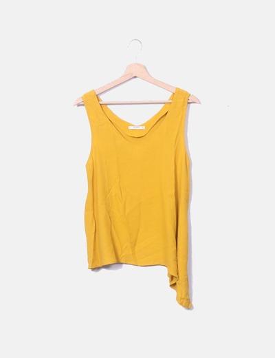 Blusa amarilla escote pico