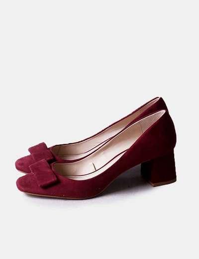Zapato tacón burdeos con lazo