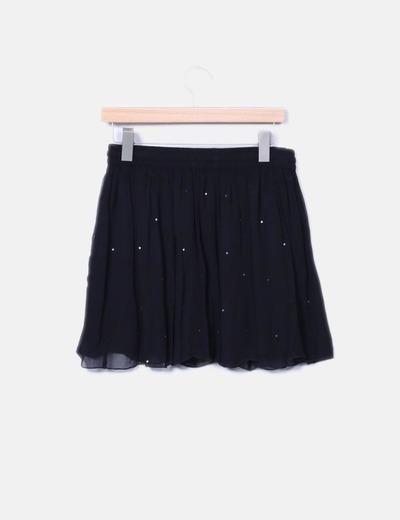 Falda midi negra combinada con paillettes