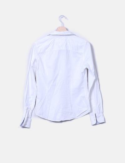 Camisa blanca con botones