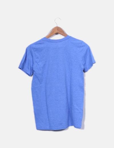 Camiseta azul letras blancas