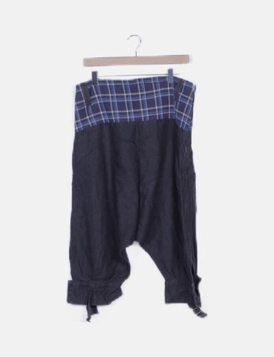 Pantalón baggy negro detalle cuadros