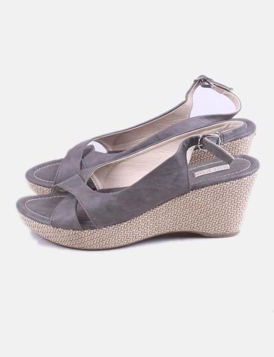 Sandalia con cuña gris