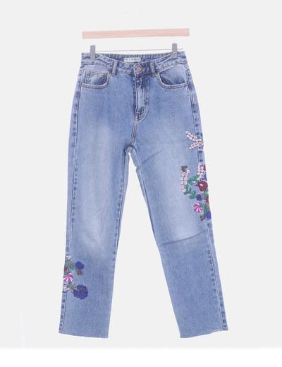 Pantalón denim con bordado floral