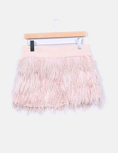 Mini falda combinada con plumas
