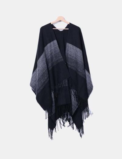 Capa de lana bicolor con flecos Lefties