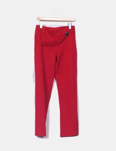 Pantalón rojo detalle hebilla NoName