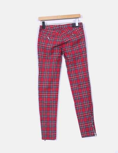 Pantalon pitillo cuadros rojos