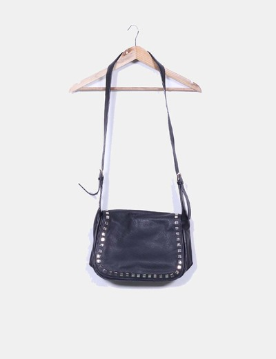 43c9158e6 Zara Bolso negro de piel con tachuelas (descuento 74%) - Micolet