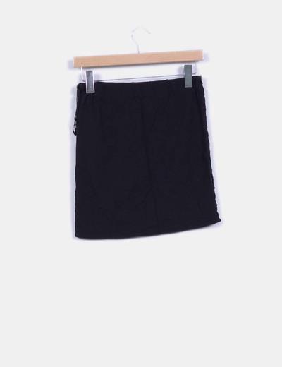Falda negra detalle pedreria