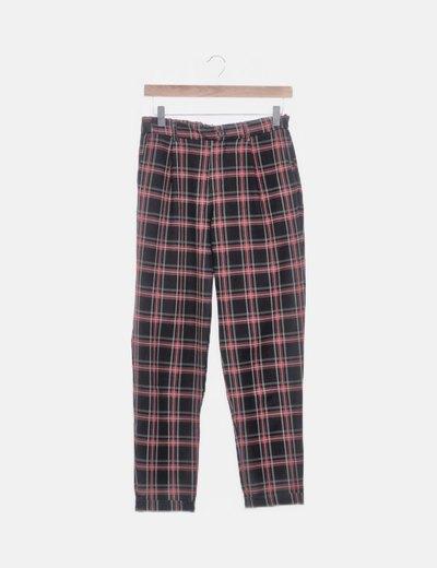 Pantalón baggy de cuadros rojo y negro