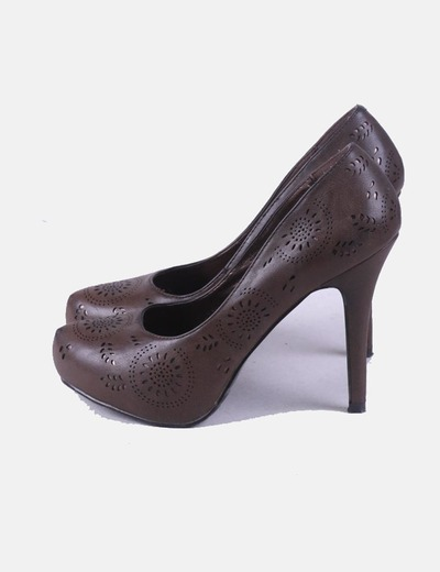 Zapato marrón troquelado Jennika