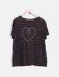 Top manga corta marrón y negro con corazón bordado The Hip Tee