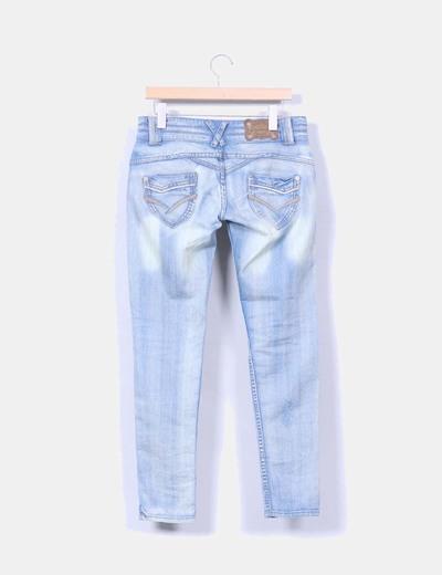 Pantalon denim efecto desgastado