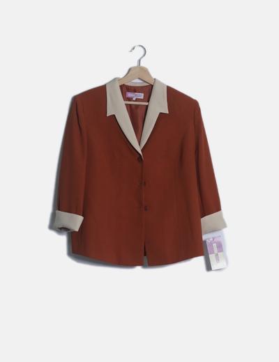 Conjunto falda midi teja, top y chaqueta topos