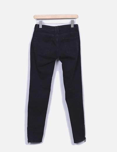 Pantalon denim pitillo negro