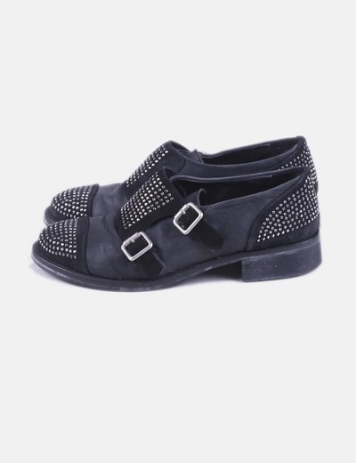 Zapato de cuero con strass y hebillas
