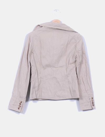 Chaqueta blazer beige detalle ribetes texturizados