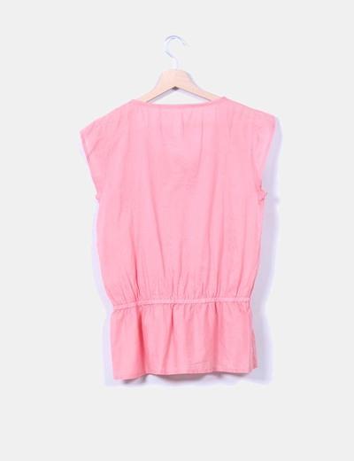Top rosa manga corta detalle escote bordado