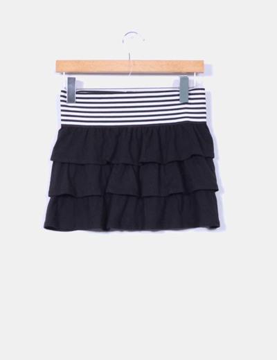 Mini falda negra combinada volantes