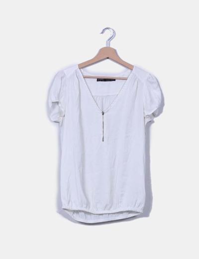 Blusa blanca escote con cremallera Zara