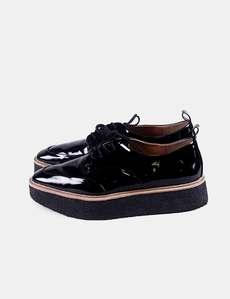 5afe725a96cd6 Zapato negro acharolado Zara