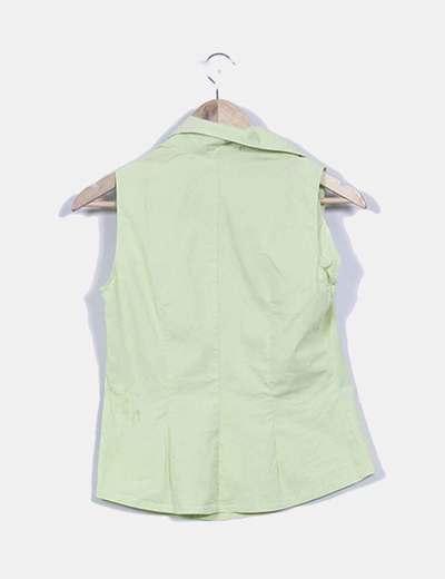 Camisa verde sin mangas botones cruzados