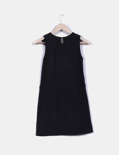 Vestido negro con doble textura en cuello