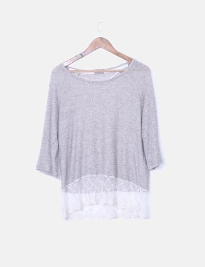 Blusa bicolor con detalle encaje