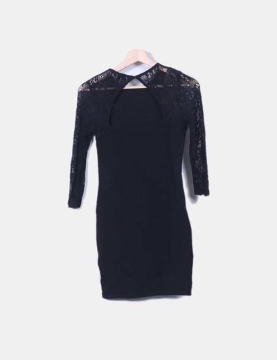 Vestido mini negro con mangas encaje