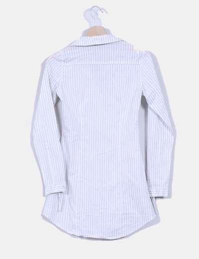 Camisa blanca con brillos plateados