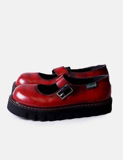 Zapato plano rojo efecto viejo