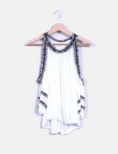 Blusa blanca abullonada con flecos NoName
